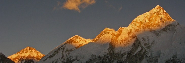 Sunset-on-Everest-Lhotse-Nepal-Gokyo-Everest-Base-Camp-Trek-©-Ann-Foulkes-trekMountains